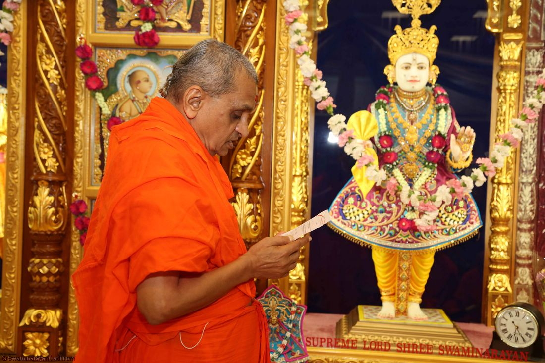 Acharya Swamishree presents His niyams to Lord Shree Swaminarayanbapa Swamibapa at the start of Chaturmas