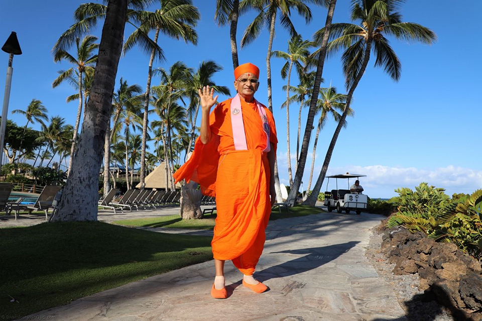 His Divine Holiness Acharya Swamishree Purushottampriyadasji Maharaj is the first leader of the Swaminarayan Faith to grace and sanctify the beautiful islands of Hawaii, the fiftieth state of the United States of America. From Sunday, June 25 through Friday, June 30, 2017, Acharya Swamishree, a mandal of twenty-six sants, and disciples partook in a week-long vicharan and spiritual retreat of the Big Island of Hawaii, a continuation of the Sadbhav Yatra, which commenced in Australia and East Asia earlier in the month.
