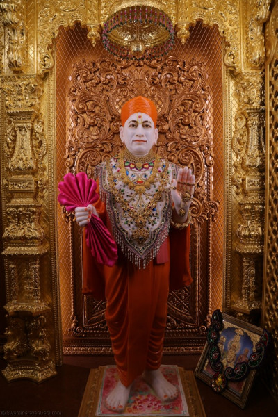 Divine darshan of Jeevanpran Shree Muktajeevan Swamibapa on New Year's day
