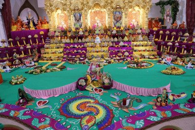 Divine darshan of the Annakut during mangala aarti