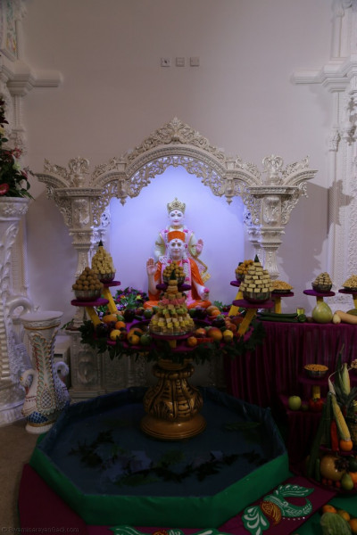 Divine darshan of Lord Shree Swaminarayan blessing Jeevanpran Shree Muktajeevan Swamibapa