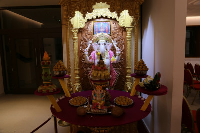 Divine darshan of Shree Gunpati dining on the annakut