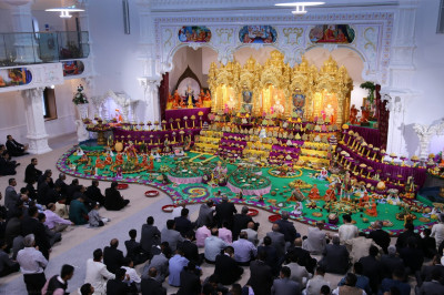 Hundreds of disciples fill Shree Swaminarayan Mandir Kingsbury to capacity on New Year's day