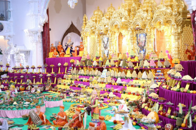 Lord Shree Swaminarayanbapa Swamibapa dines on the annakut