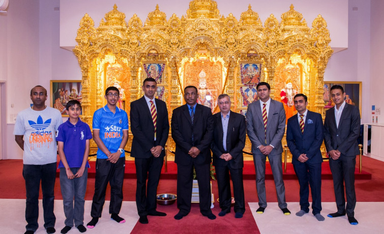 Cricketing Great, Gordon Greenidge, visits Shree Swaminarayan Mandir Kingsbury