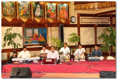 Devotees provide music with synthesizer,dhol, tabla, harmonium and octopad