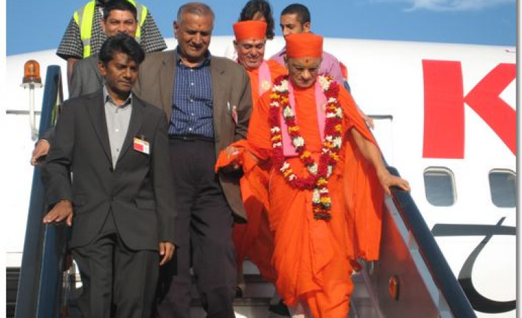 HDH Acharya Swamishree Tour of East Africa 2009