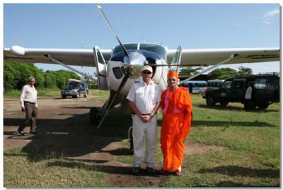 Acharya Swamishree and the pilot