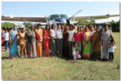 Devotees with the pilot