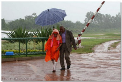 The rain welcomes Acharya Swamishree back to Kampala