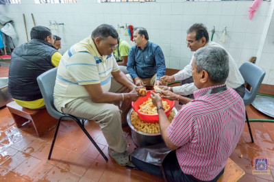 Devotees take part in the lunch preparations
