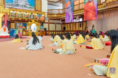 Devotees take part in the Pooja session on the auspicious occasion of H.D.H Acharya Swamishree's 76th Birthday