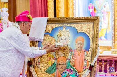 Cake offered to Lord Swaminarayanbapa Swamibapa