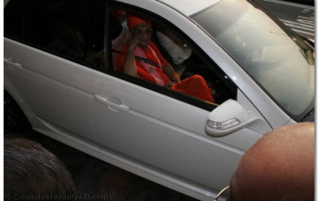 Acharya Swamishree Arrives in the USA