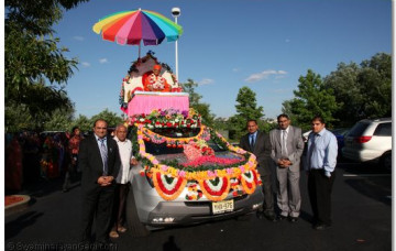 Acharya Swamishree Arrives to the United States