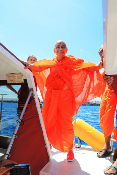 Divine darshan of Acharya Swamishree on a boat that took sants and disciples out into the ocean