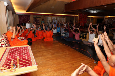 Acharya Swamishree, sants, and disciples proclaim the Jay of the Karan Satsang to conclude evening sabha for day 2 of the Sadbhav Yatra - Hawaii