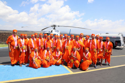 Divine darshan of Acharya Swamishree with sants outside the helicopter