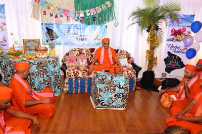 Acharya Swamishree commences His divine blessings