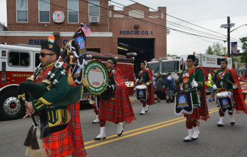 Shree Muktajeevan Swamibapa Pipe Band performs at the Memorial Day Parade - 2017