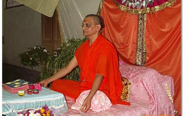 Acharya Swamishree Holds Special Prayers in Bhuj