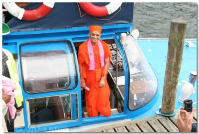Acharya Swamishree gives His divine darshan on the boat
