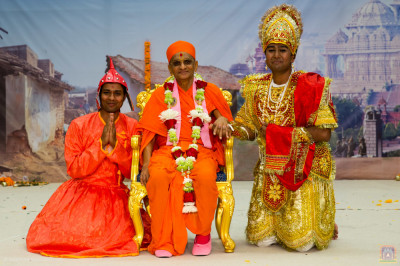 His Divine Holiness Acharya Swamishree blesses disciples who took part in the drama production
