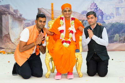 His Divine Holiness Acharya Swamishree blesses disciples who supported the production of the drama