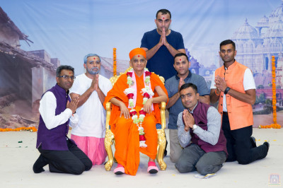 His Divine Holiness Acharya Swamishree blesses disciples who supported the drama production