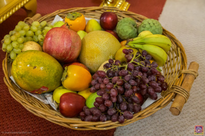 A selection of fruit is offered to the Lord