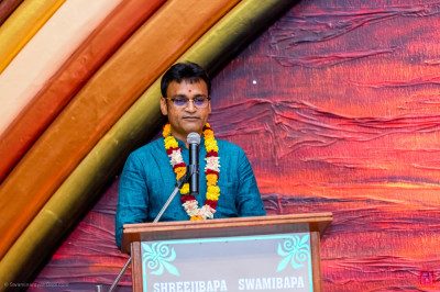 Ramesh Gorasia gives a speech