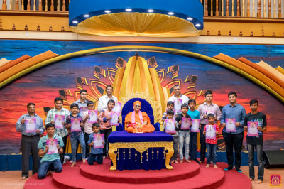Award achievers pose for a group photo with H.D.H Acharya Swamishree