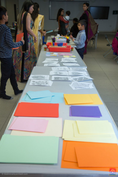 Creative raw materials are arranged for the students to produce their get well soon cards