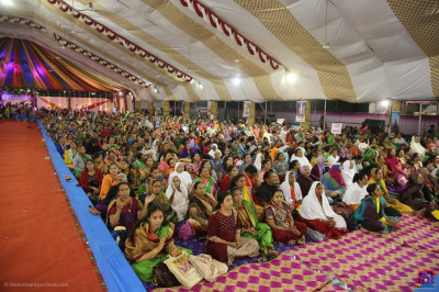 Thousands of disciples gather and enjoy the evening devotional concert
