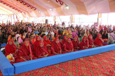 Sankya Yogi Ladies and thousands of disciples gather to enjoy the 100th anniversary celebrations