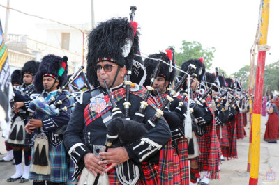 Shree Muktajeevan Swamibapa Pipe Band Maninagar, London, Bolton, Nairobi and USA perform together