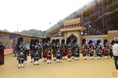 Shree Muktajeevan Swamibapa Pipe Band Maninagar, London, Bolton, Nairobi and USA perform together arriving at the entrance of the grand assembly