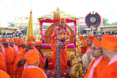 His Divine Holiness Acharya Swamishree Maharaj officially opens the grand assembly