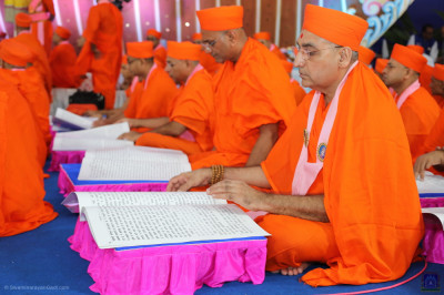 Sants perform the scripture recital of the divine Vachanamrut scripture