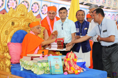 Disciples present new editions of various divine scriptures to be inaugurated by Acharya Swamishree Maharaj