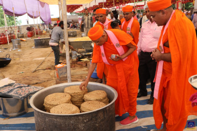 His Divine Holiness Acharya Swamishree Maharaj consecrates all food items prepared for prasad lunch