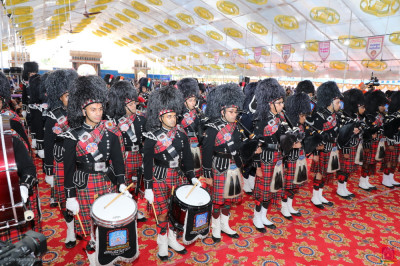 Shree Muktajeevan Swamibapa Pipe Band Maninagar, London, Bolton, Nairobi and USA perform