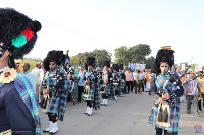 Shree Muktajeevan Swamibapa Pipe band Nairobi perform during the grand procession