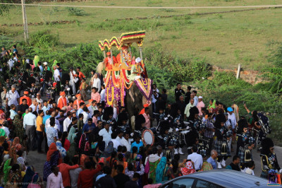 The grand procession proceeds into the village of Vrusphur