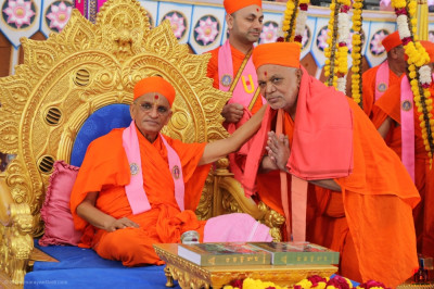 Lord Swaminarayanbapa Swamibapa and Acharya Swamishree's beloved Sant, Sant Shiromani Shree Harisharandasji Swami
