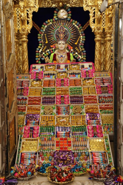 Divine darshan of Lord Shree Swaminarayan dining on a variety of chocolate and sweets