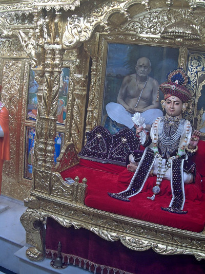 Divine Darshan of Shree Sahajanand Swami Maharaj in Maninagar