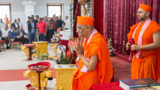 Acharya Swamishree Maharaj returns to the UK