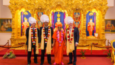Britain's most senior ranking Asian officer receives Acharya Swamishree Maharaj's blessings