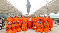 Acharya Swamishree Maharaj leads World Peace Prayer on 1st anniversary celebrations of world's tallest statue